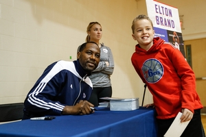 PHOTO & AUTOGRAPHS WITH 76ERS ALUMNI, ELTON BRAND