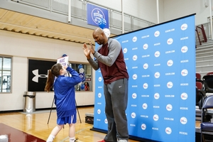 DOUBLE HIGH FIVE FOR 76ERS ALUMNI, MARC JACKSON